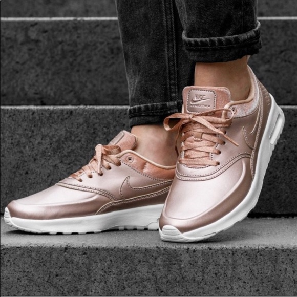 Nike air max Rose Gold Thea running shoe size 8
